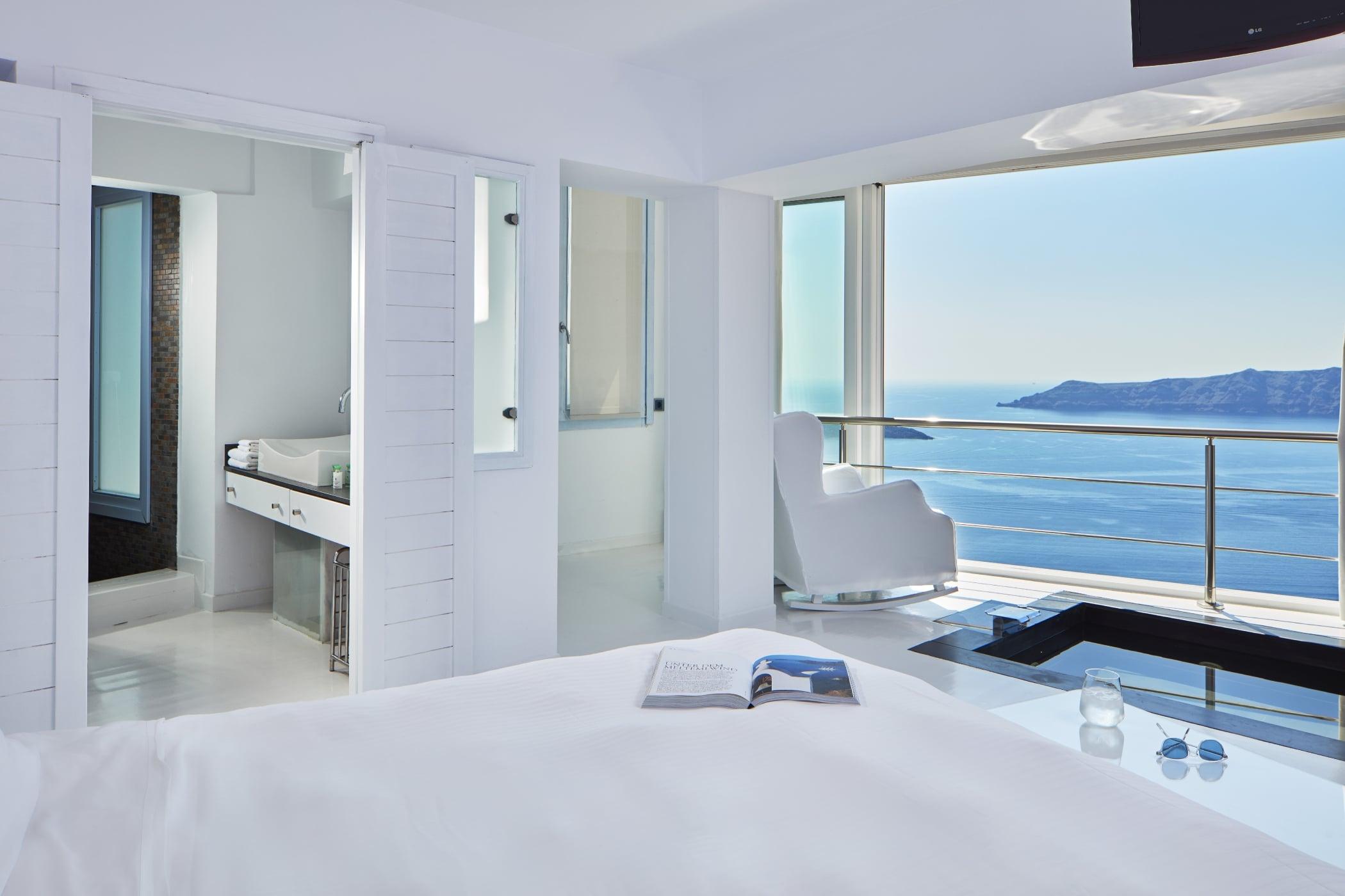 Sunrocks_Boutique_Hotel_Santorini_Experience_Suite3