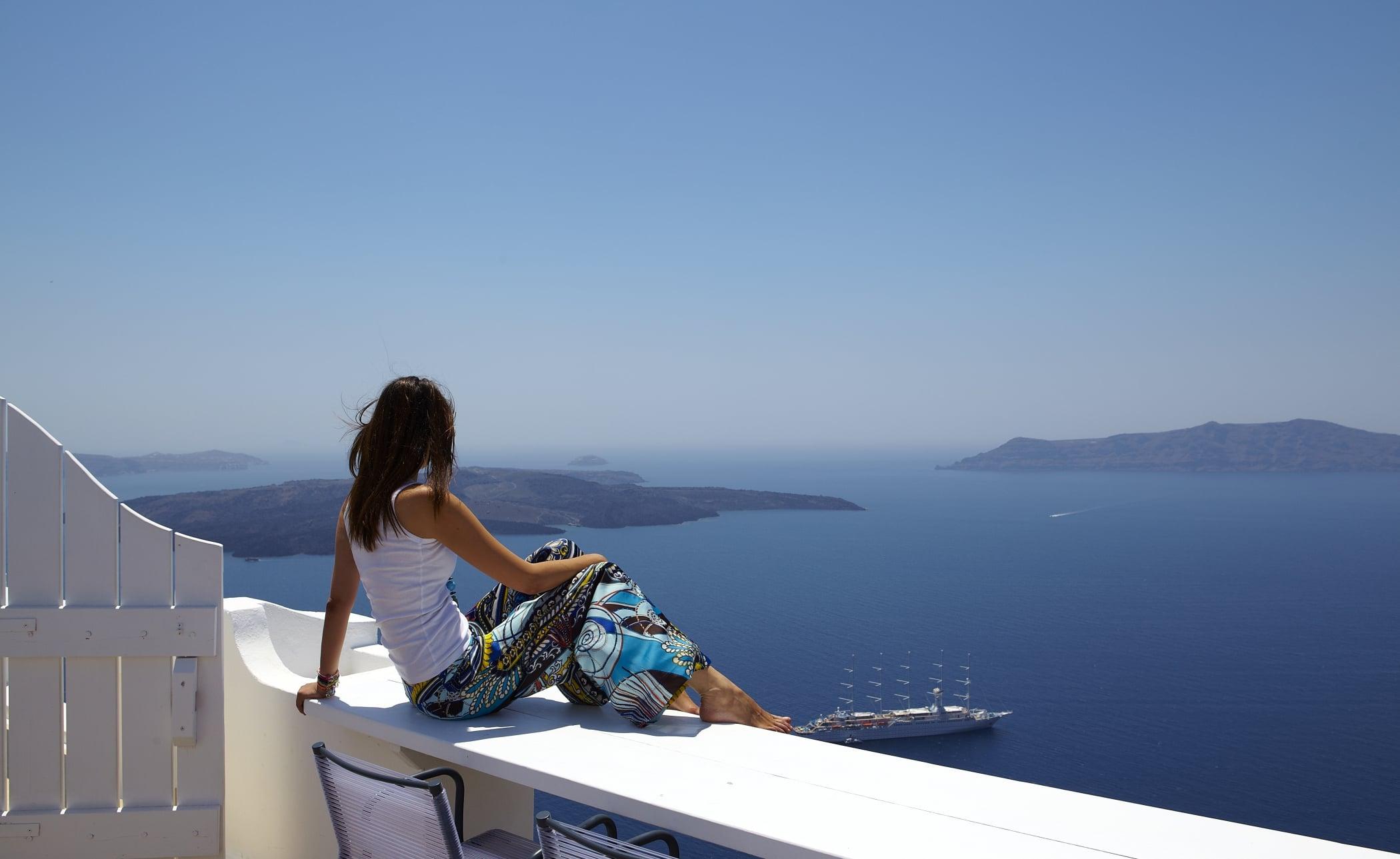 Sunrocks_Boutique_Hotel_Santorini_Honeymoon_Suite_11