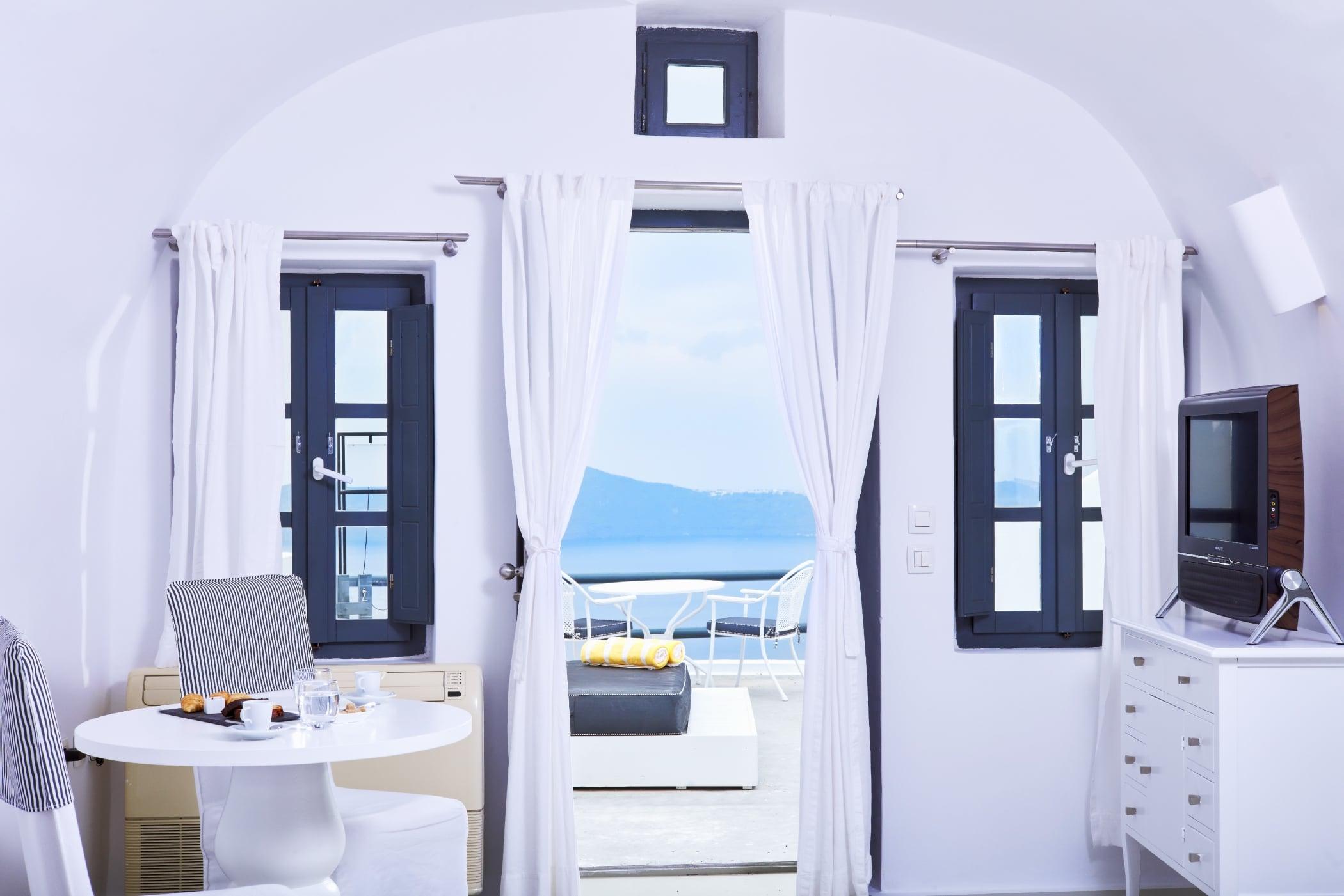 Sunrocks_Boutique_Hotel_Santorini_Honeymoon_Suite_8