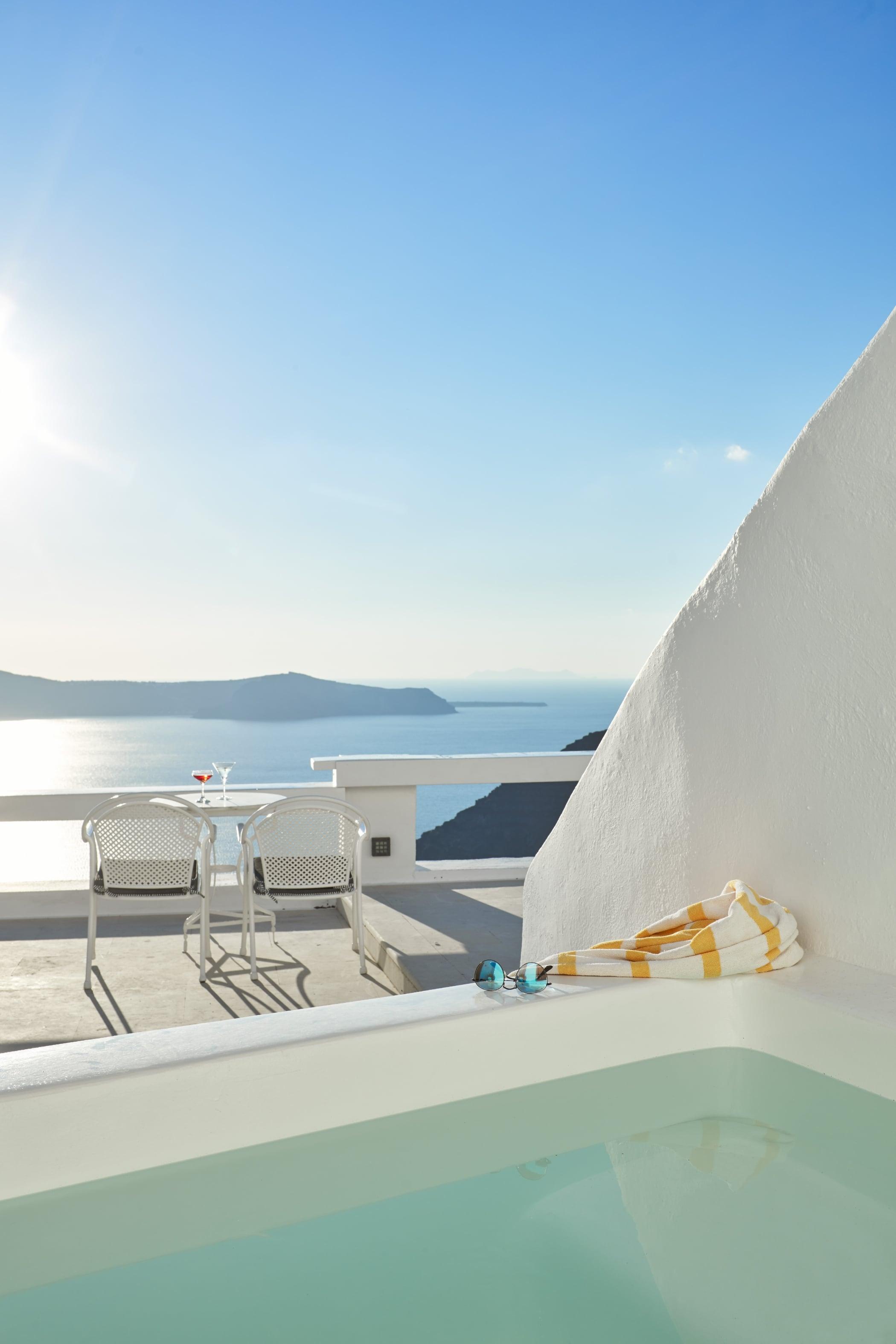 Sunrocks_Boutique_Hotel_Santorini_Superior_Suite_3