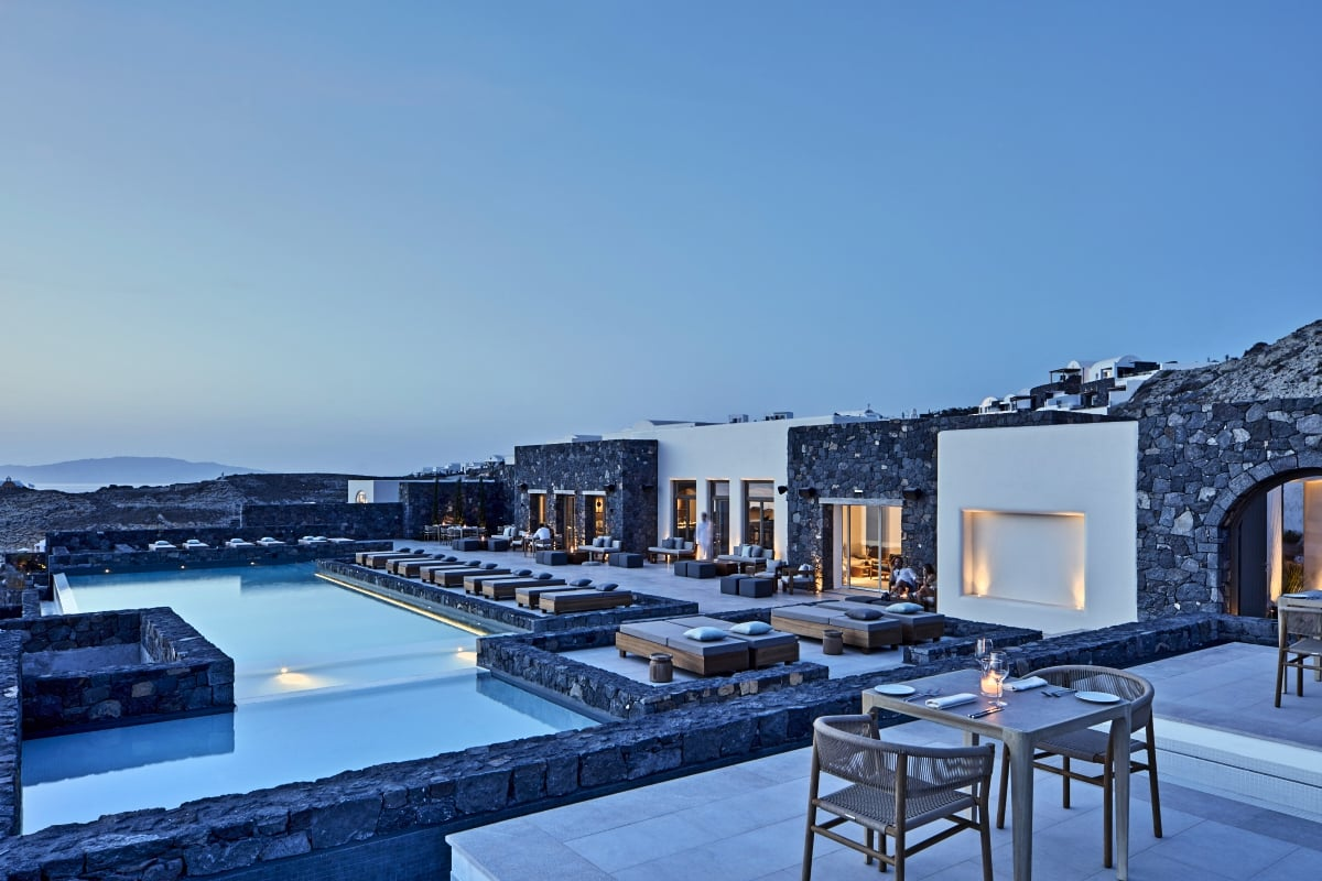 Greece_Oia_Canaves_Oia_Epitome_Elements_Restaurant_fivestardestination__five_star_destiantion_11