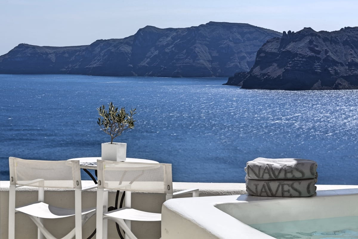 Canaves_Oia_Suites_Superior_Suite_with_plunge_pool_fivestardestination_five_star_destination_10