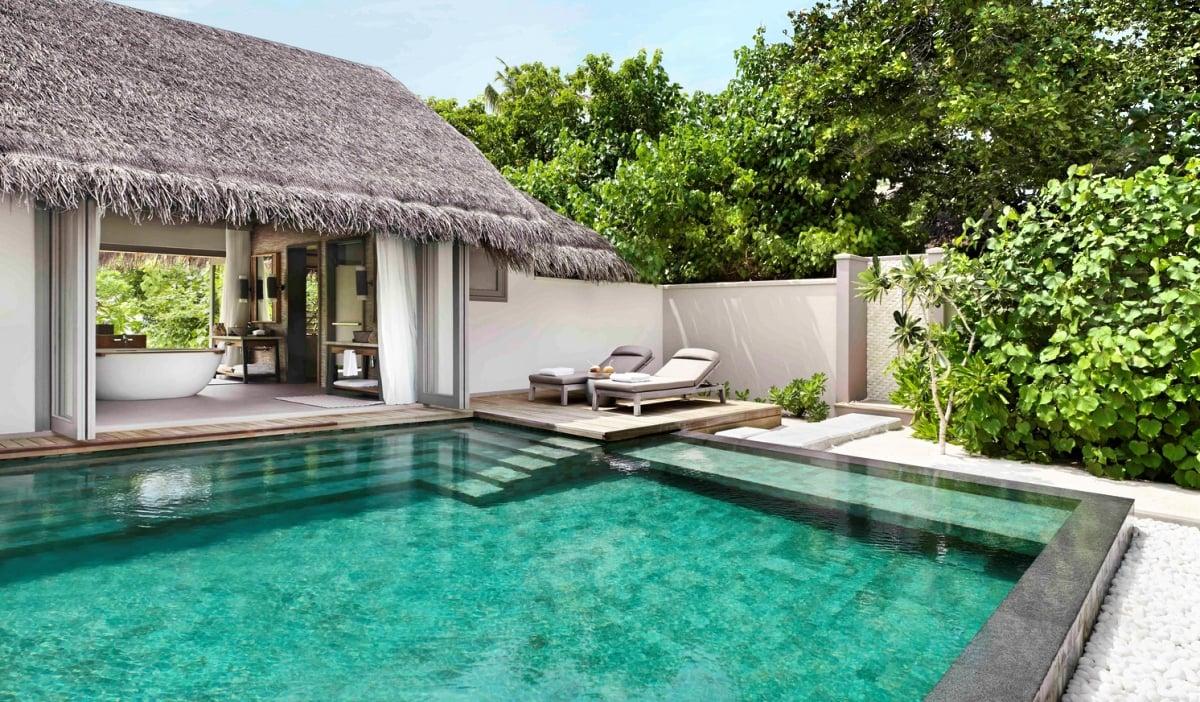 Maldives_Vakkaru_Maldives_Deluxe_Beach_Pool_Suite_fivestardestination__five_star_destiantion_3